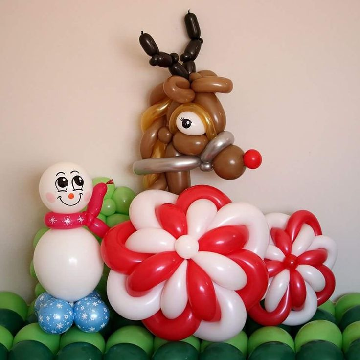 1410 best balloons for christmas images on pinterest for Candy cane balloon sculpture
