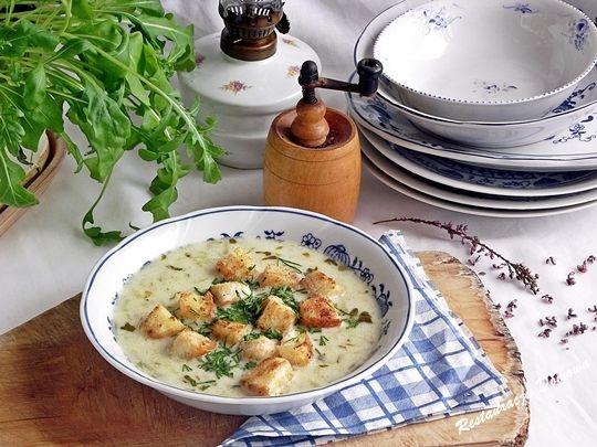 Tradycyjna zupa ogórkowa zabielana wg przepisu z 1900 r.