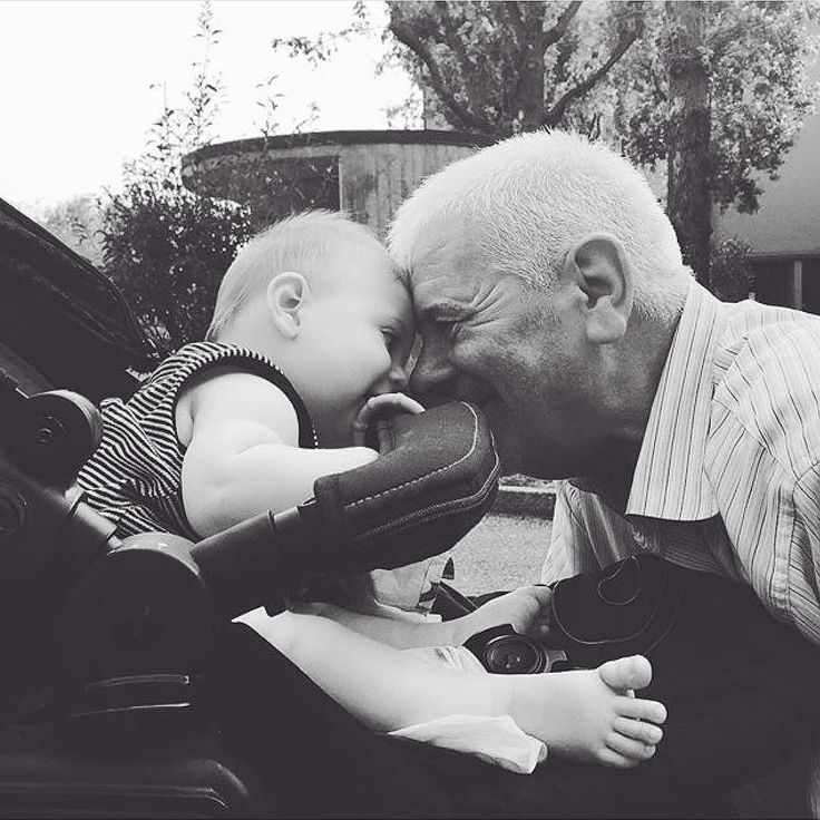 There's nothing like grandpas tenderness #granpa #grandparents #tender #tenderness #love #baby #babylove #affection #grandson #boys #stroller #babyproduct #babies #concord #concordneo #stroll #kinderwagen #cochecito #amor #liebe #poussette #passeggino #cochecito #respost