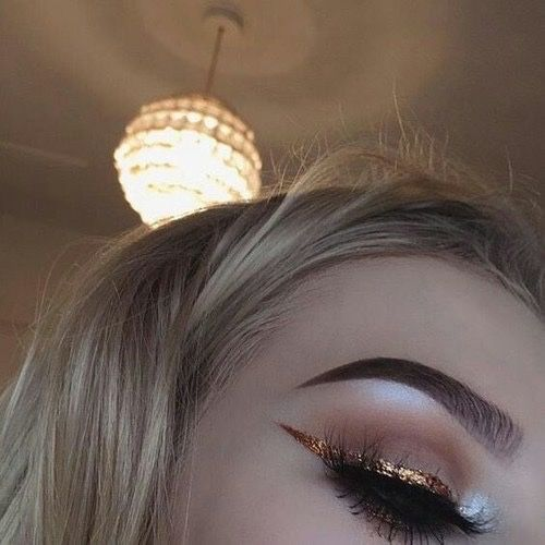 love this kind of eyeliner.. ✴ Ylva Lundgren ✴