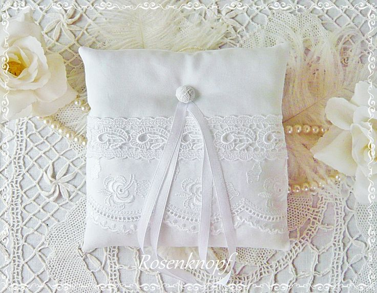 Ringkissen WITH A ROSE Weiß Spitze Stickerei Braut von Rosenknopf auf DaWanda.com