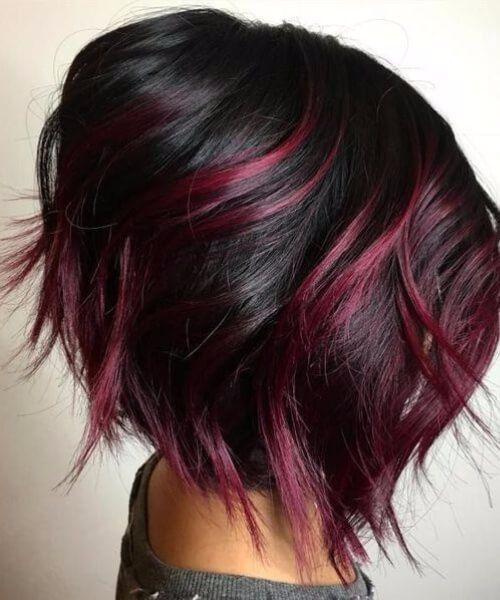 Mechones rojos en pelo corto