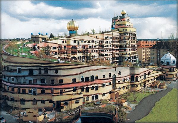 http://obviousmag.org/alcova_moderna/forest-spiral-by-hundertwasser-the-unique-house-in-germany-6.jpg