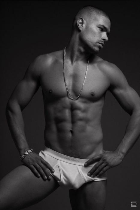 Красивые, фигуристые, мускулистые мужчины жеребцы, которые умеют следить за собой.