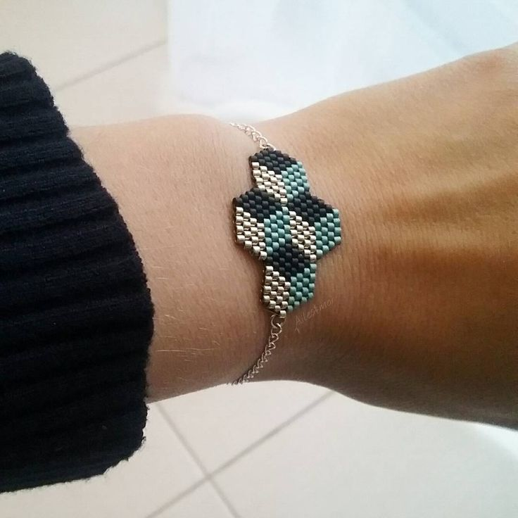#ailesetmoi #bracelet #miyukiaddict #miyuki #delica #tissage #jenfiledesperlesetjassume #cube #vintage #geometrique