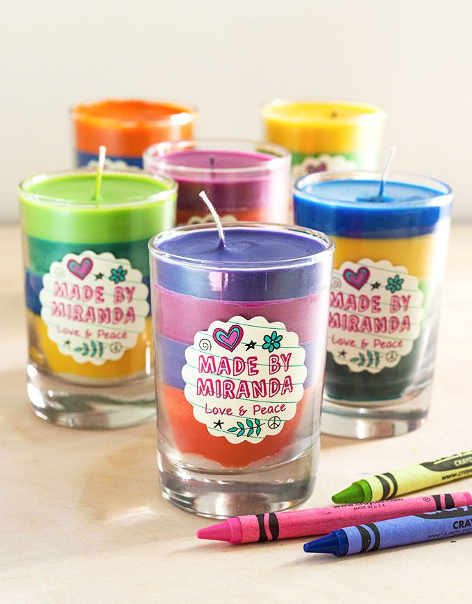 How adorable are these? My babies are grown and I still have HORDS of crayons! Great little gift idea.  DIY Crayon Candles | The Evermine Blog | www.evermine.com