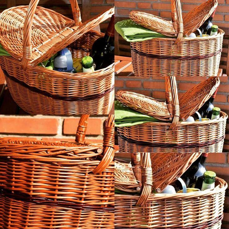 PROMOCION DE VERANO -25% #DESCUENTO. Es viernes!!!! Prepara el picnic de mañana. Llena esta cesta de Caperucita, de mimbre y con tapas, coge a tu familia y vete de excursión al campo. Es una cesta de calidad de Cestas Home. #handmadebaskets