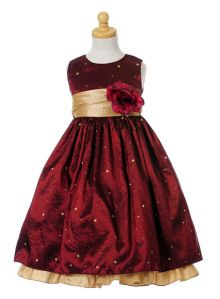 Little girl's holiday dress. This is so sweet! With burgundy tights and gold glitter shoes. Straightened hair. <3 LA