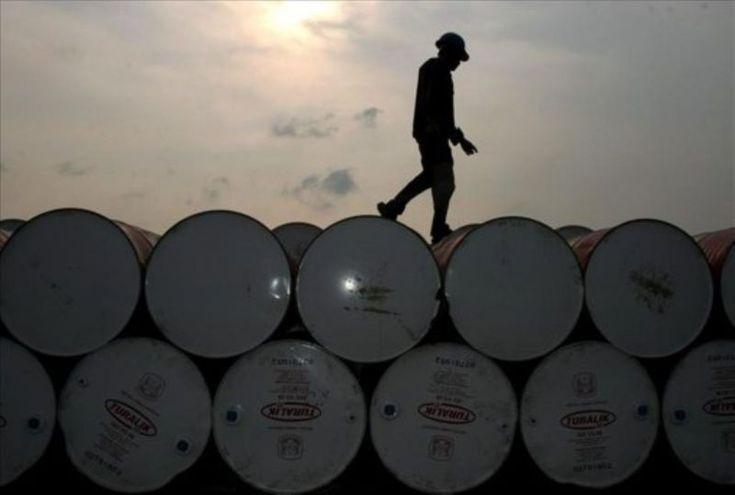 Angola vendeu barril de crude a 30 dólares em fevereiro e perdeu mais 88 MEuro num mês https://angorussia.com/economia/negocios/angola-vendeu-barril-crude-30-dolares-fevereiro-perdeu-88-meuro-num-mes/