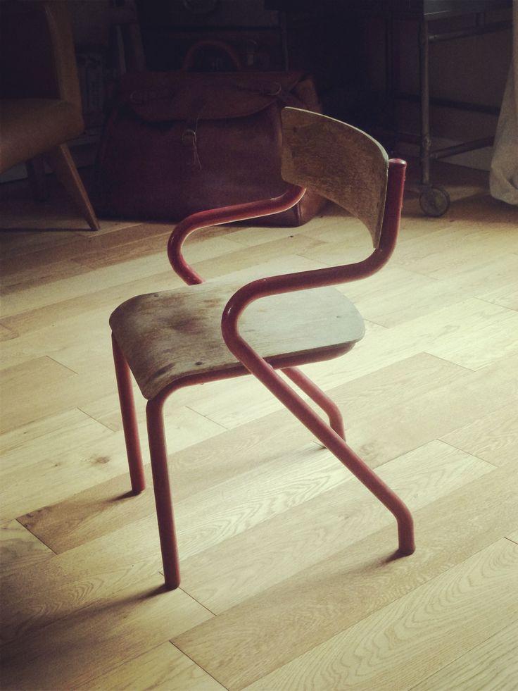 1000 id es sur le th me chaises d 39 cole sur pinterest chaises des chaises en plastique et bureaux. Black Bedroom Furniture Sets. Home Design Ideas