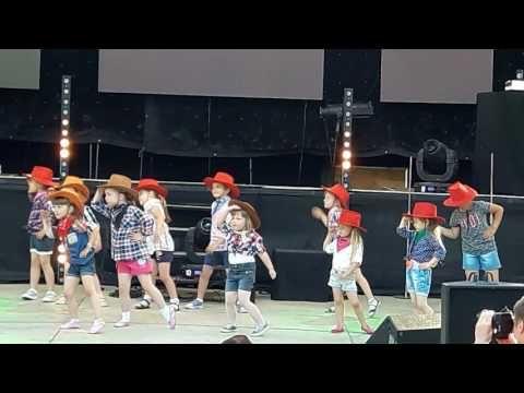 GRUPA Tip Top - Dni Ziemi Czarnkowskiej - taniec dzieci - YouTube