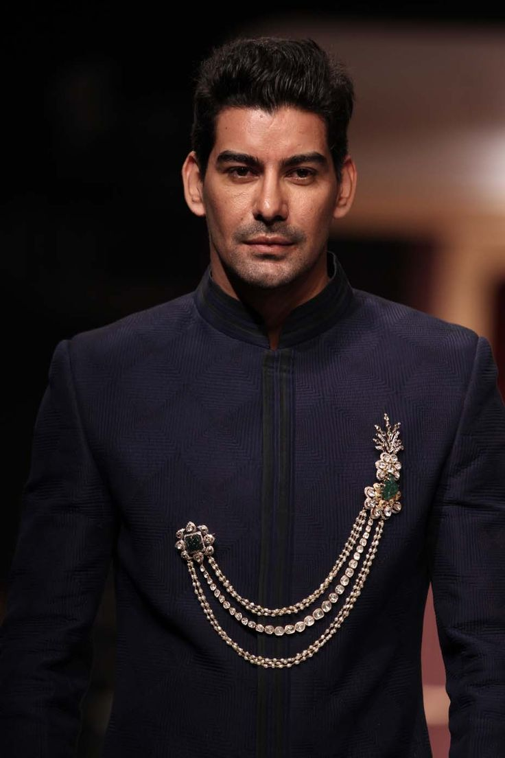 A model at the IIJW 2013 wearing a double pin brooch from the Amer collection by Birdhichand Ghanshyamdas.