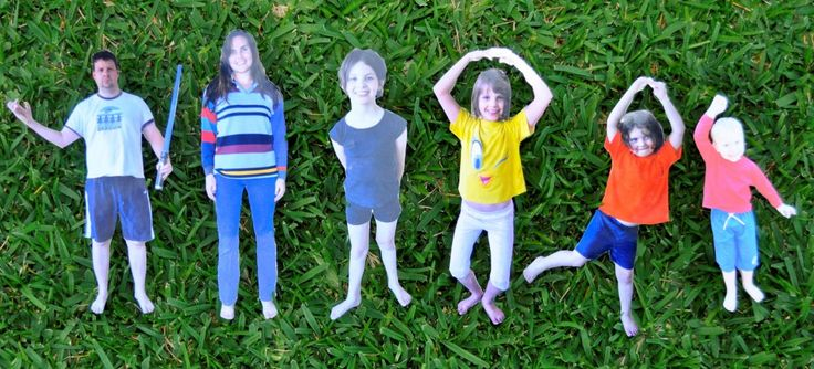 Photo paper dolls - ideal for personalising displays. Add paper costumes for history or literacy displays: Photos Dolls, Photos Paper, Paper Dolls, Dolls Families, Paper Photos, Cut Photos, Families Photos, Paperdolls, Dolls Ideas