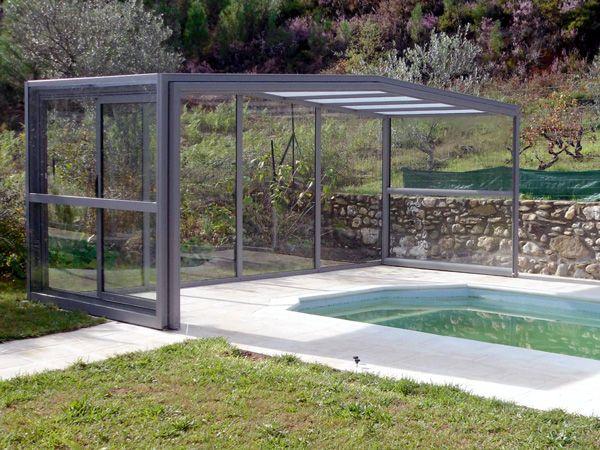 Dans la région centre du Portugal, nous avons installé notre nouvelle gamme d'abri de piscine, un abri haut coulissant de couleur anthracite.