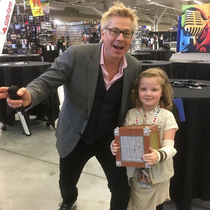 Just hanging out with @kato_kaelin #danithegirl #wizardworld #wizardworldcleveland #danithewhovian #raggedydancosplay #themoment #themomentcosplay #rosetyler #rosetylercosplay #kidswhocosplay #cosplay #doctorwho #doctorwhocosplay - Use code witblade at checkout for 10% off Wizard World 2018 tickets!