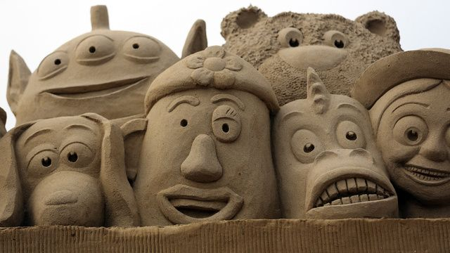 Castelli e sculture di sabbia http://www.differentdesign.it/sculture-di-sabbia/ Maestose, dorate, sbalorditive… le #sculture di #sabbia fanno ormai parte della tradizione...