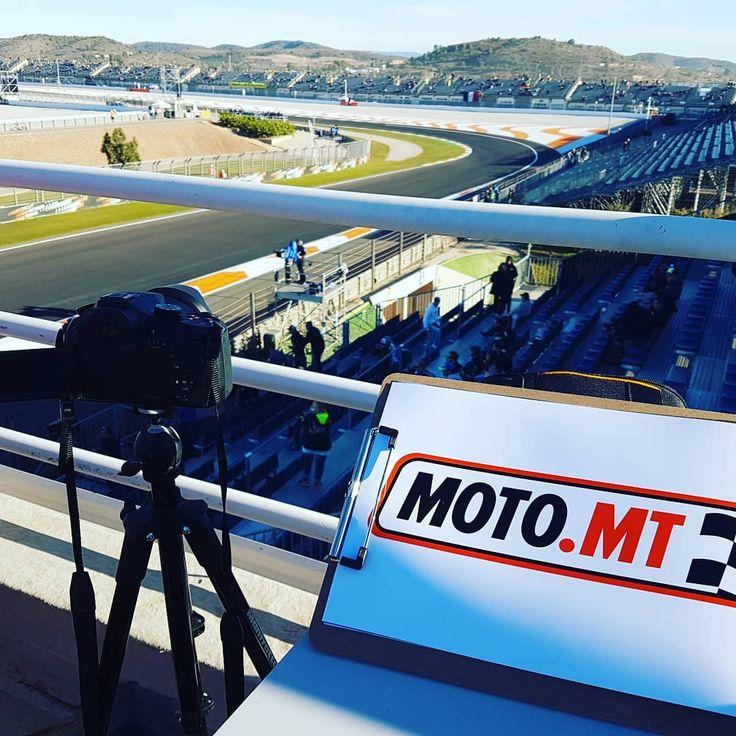 #motogp2017 #throwback #cheste #valencia #mm93 #vr46 #zarco #marcmarquez #motos #motorbikes #motorcycles #mototravel #gp #motomt #motophotography #grandstand #vipterrace #vip