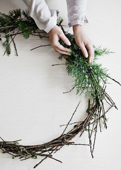 make a stunning green installation above the fireplace that is both strikingly beautiful to the eye and perfumes the entire home with that delicious pine scent.