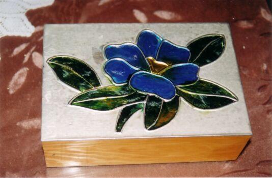 Caja con la t cnica del repujado y pintura imitaci n - Manualidades pintar caja metal ...