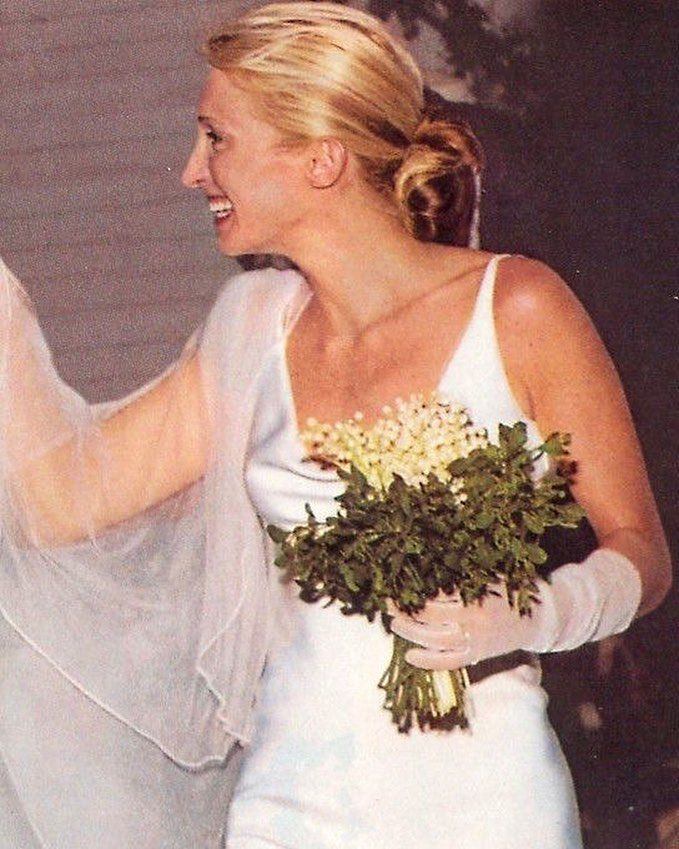 A Close Up Of Carolyn Bessette Kennedy S Beautiful Wedding Dress Made By The Amazing Narcis Wedding Dresses Beautiful Wedding Dresses Carolyn Bessette Kennedy