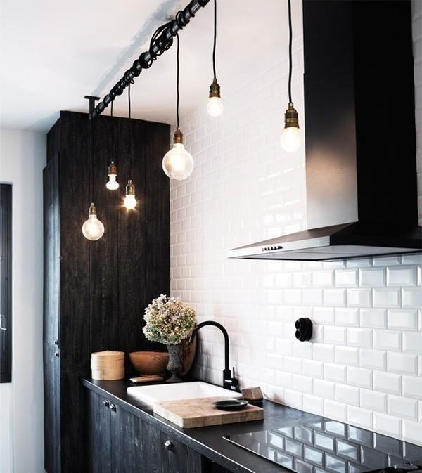 Tre st moderna lampor. Sladd.Glödlampa. Fönster/tak-lampor. på