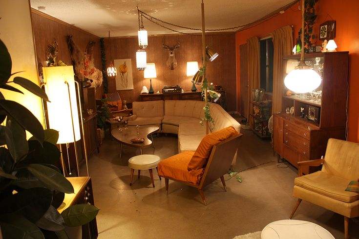 mcdamnright:  The $20 Mid-Century Time Capsule Apartment of a 20-Year-Old This is a project of mine that I started about nine months ago when I turned 20 and moved to North Phoenix in the Medlock District.I set off to garage sales and thrift stores with only a base of twenty dollars in my pocket. I began buying and selling until I had accumulated an entire home's worth of mid-century furniture and decor. That budget included paint, wood-panel walls, and other repairs. It was a ridiculous ...