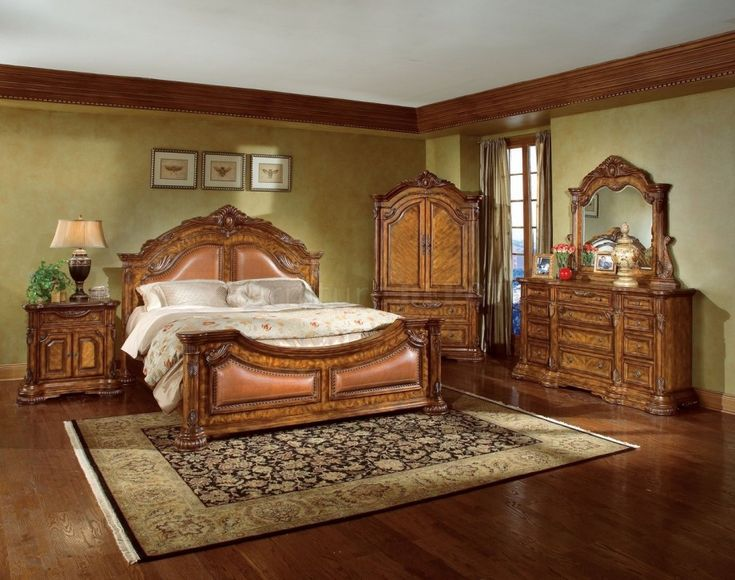 Natural Wood Finish Elegant Traditional Bedroom
