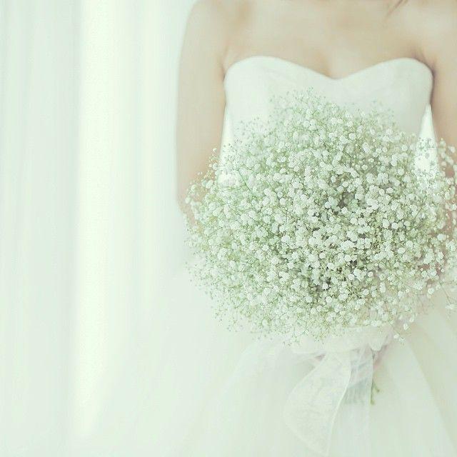 憧れのバレリーナ&かすみ草ブーケショット♡  バレリーナのふわふわ感と、かすみ草のほわほわ感がとーっても軽やかで可愛らしかった♡  #weddingtbt#wedding#weddingdress#verawang#bouquet#weddingbouque#ウェディングドレス#ヴェラウォン#バレリーナ#ブーケ#かすみ草ブーケ