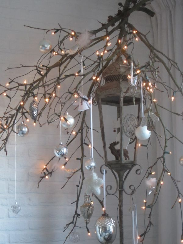 Adapt this - I like the idea of hanging a lantern + ornaments/lights from a branch Binnenkijken interieur: Brocanteneo december 2012