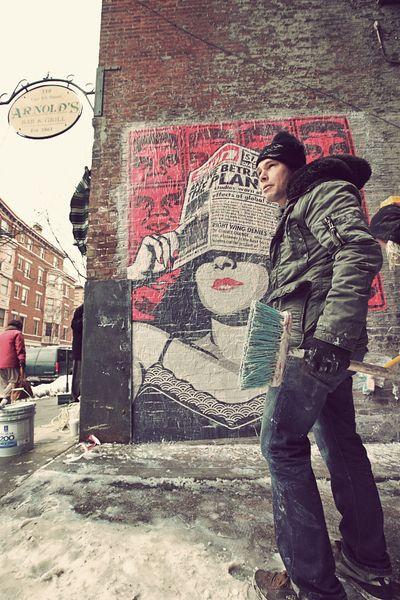 1000 images about shepard fairey sur pinterest pochoirs paix et street art. Black Bedroom Furniture Sets. Home Design Ideas