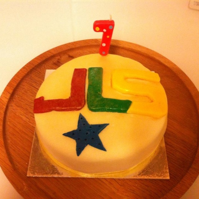 Using a plain sponge already with white icing, I used the coloured icing to make the JLS & stars for my daughters bday