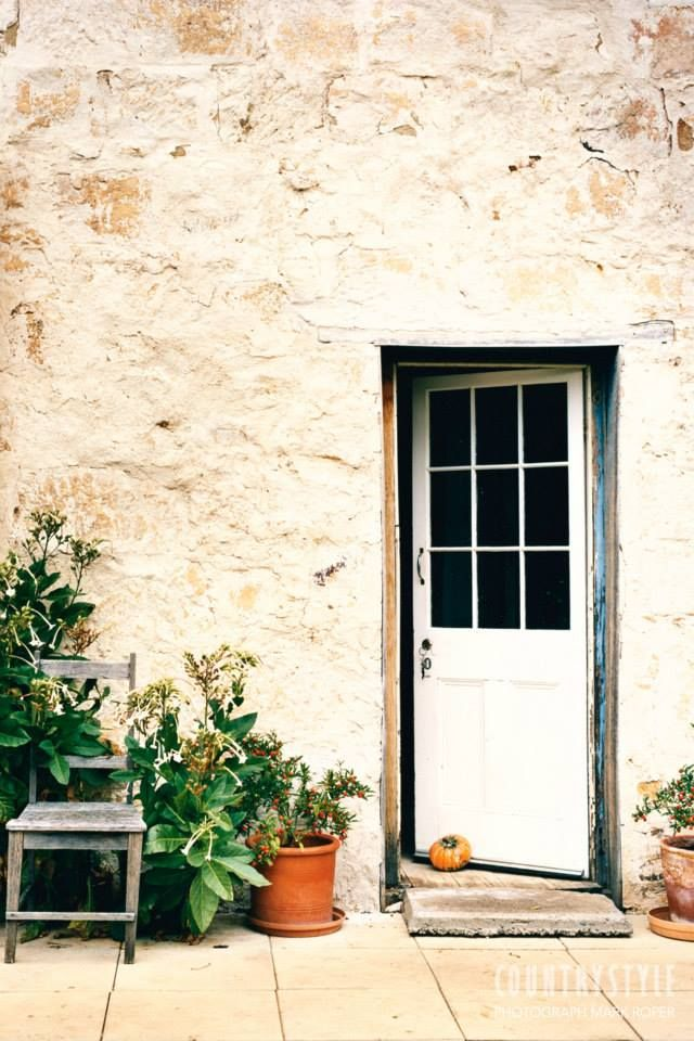 Country style magazine a gentle restoration brought new for Country cottage magazine