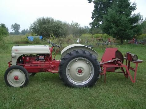 1948 Ford 8N & Dearborn 22-44 Cordwood Saw Ii