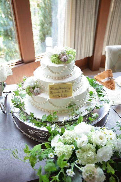 ザ・グランフレ・ハウス|結婚式場写真「ウェディングケーキはゲストの人数分に合わせて作成するので、足りないこともなく安心です!もちろん全て生ケーキです。」 【みんなのウェディング】