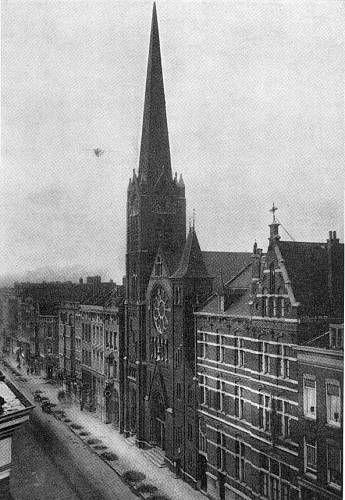 Rotterdam - Oldenbarneveltstraat. De R.K. kerk van het Allerheiligste Hart van Jezus 1880/'82