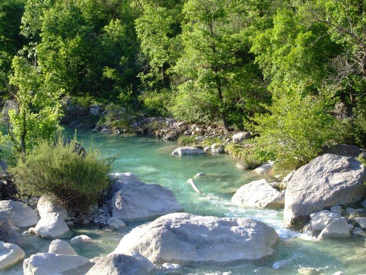 la vallée de la Roanne est très appréciée pour la baignade en eau vive