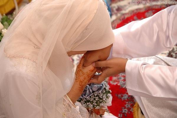 Wanita Soleha yang Mendapatkan Suami Saleh