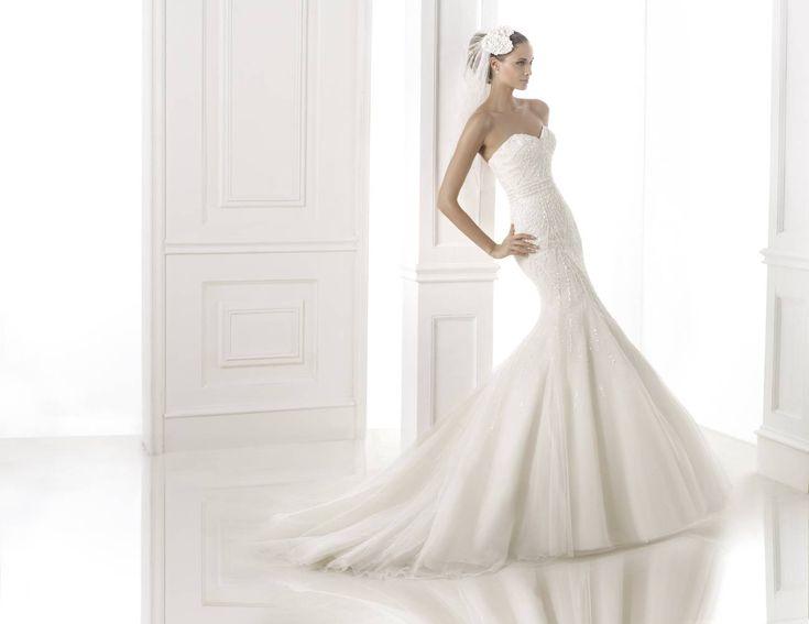 Babia esküvői ruha - Pronovias 2015 kollekció http://lamariee.hu/eskuvoi-ruha/pronovias-2015/babia