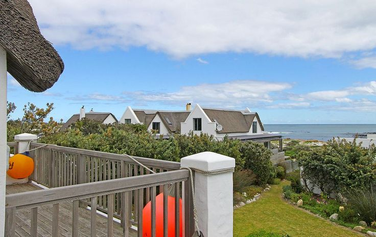 Self catering accommodation, Kommetjie, Cape Town   Garden views  http://www.capepointroute.co.za/moreinfoAccommodation.php?aID=483