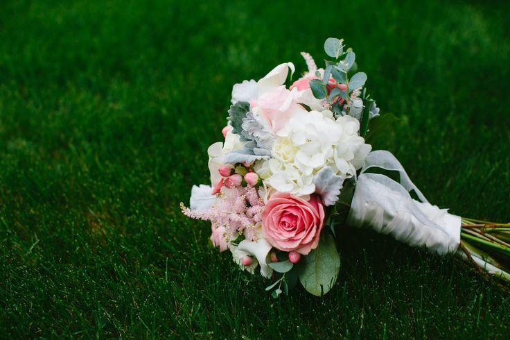 Bouquet photo by Rolphotos