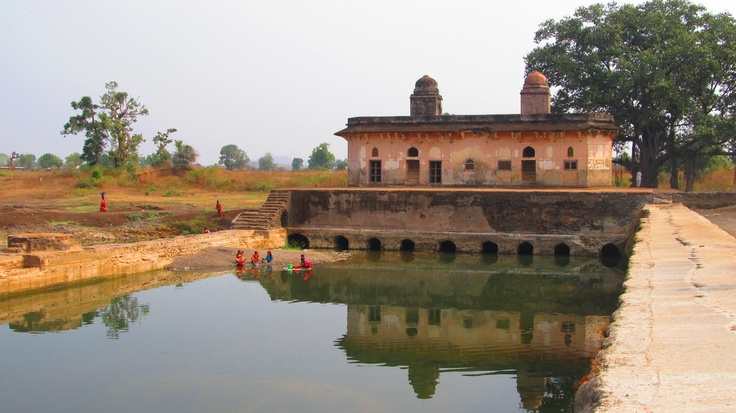 The Mahal Gulara is a Mughal-era pleasure palace comprising two buildings that face each other across a stream. Located in Zainabad village, Burhanpur, Madhya Pradesh, central India.