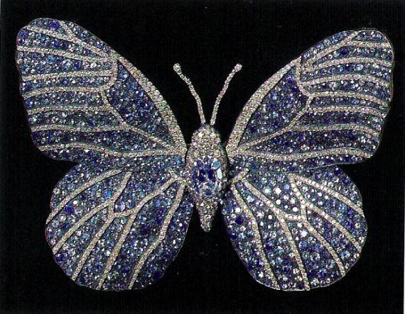 現代の鬼才JRAの蝶のブローチ