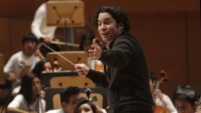 Gustavo Dudamel to perform at Super Bowl 50 halftime show