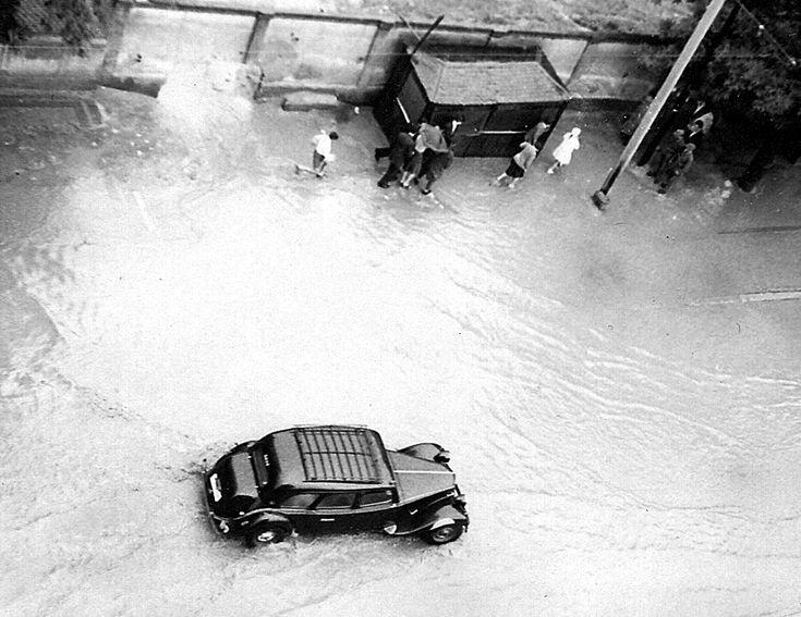 Inundaciones en la calle Antonio Lopez. 1960