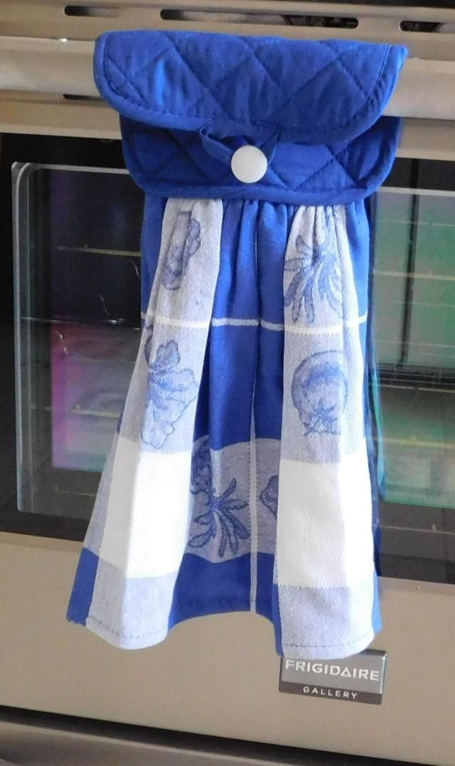 Sewing a hanging Kitchen Towel is simple with this free pattern using a potholder and kitchen towel. Free step by step tutorial make it easy to sew!