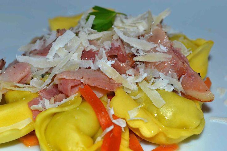 Sos cu jambon crud-uscat și parmezan pentru paste http://luciangavrila.ro/sos-cu-jambon-si-parmezan-pentru-paste/