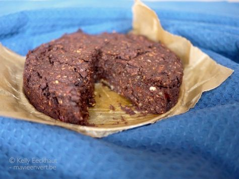 Avocado-brownies, yes! Helemaal plantaardig, met dadels gezoet en voor de verandering eens niet op basis van meel. Ideaal als ontbijt en tussendoortje!