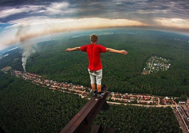 Ini adalah Marat Dupri, remaja yang juga suka sekali foto di ketinggian ekstrim. (istimewa/sbs)