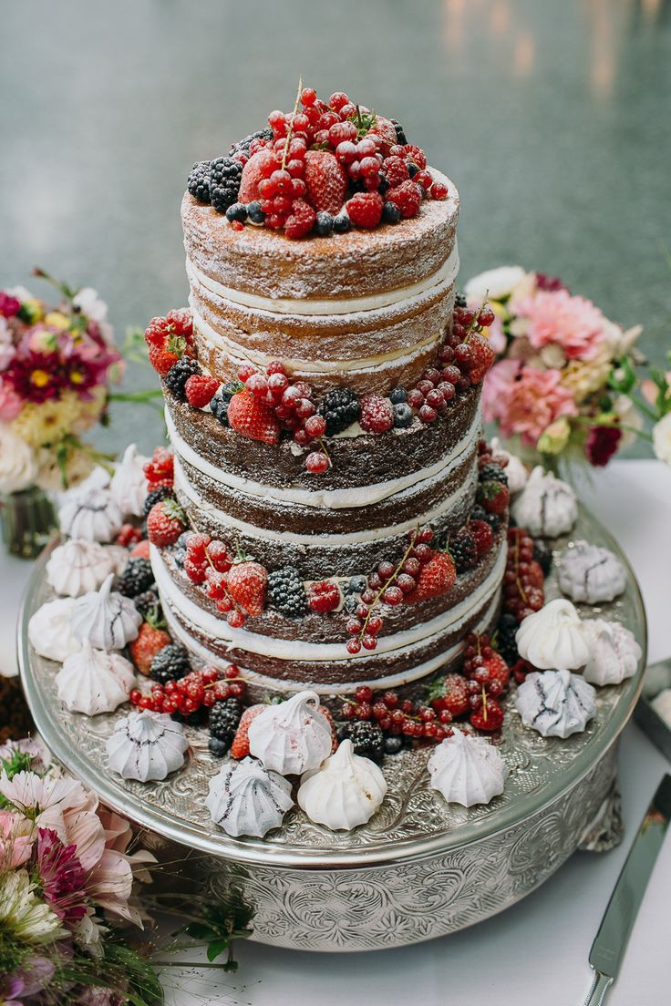 Naked Sponge Wedding Cake | The Art Pavilion in London | Gin Themed Wedding | Bloom Weddings Photography | http://www.rockmywedding.co.uk/katie-adam-2/