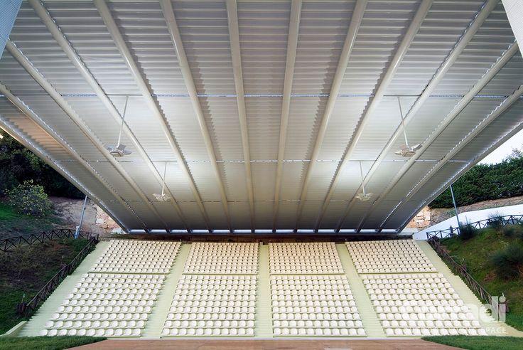 COBERTI Techo móvil Impact en gradas de estadio deportivo. #techo #moderno #impact #lona #hermetico #impermeable #sombra #gradas #estadio #deporte #terraza #corradi #coberti #malaga